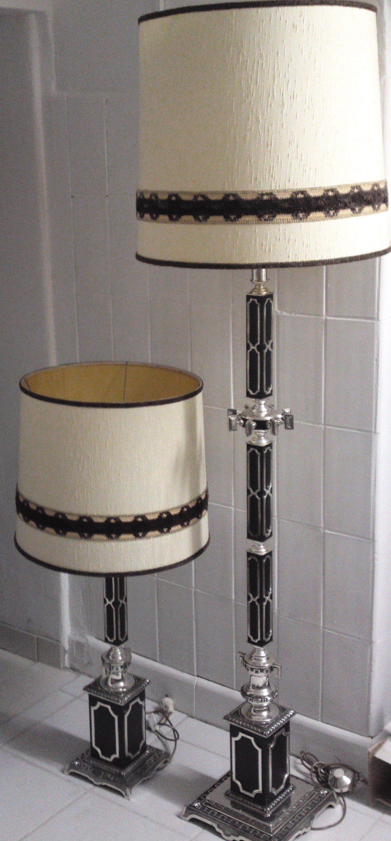Designer Stehlampe mit Metallfuß und Schirm aufwendige und massive Verarbeitung. Gesamthöhe: 174cm
