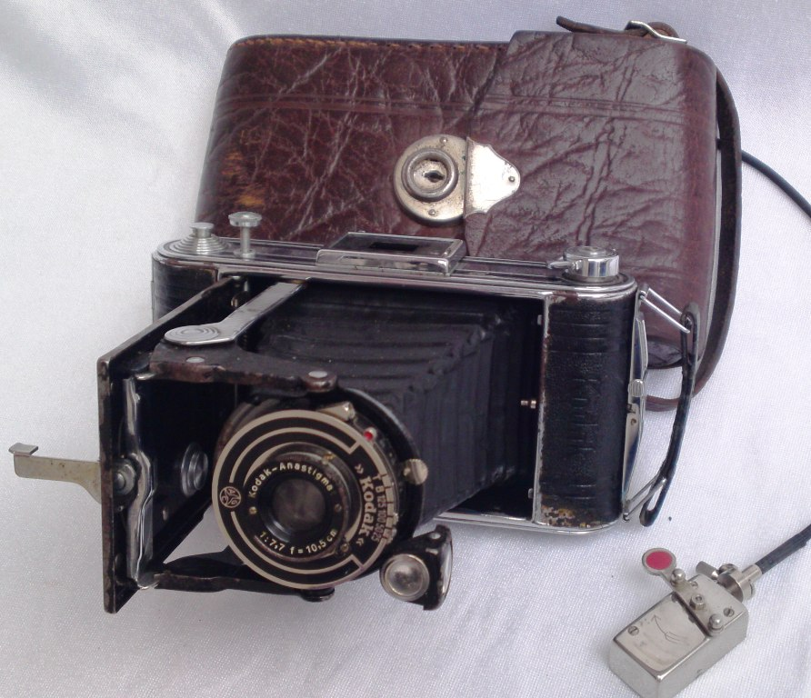 Rollfilm-Kamera mit herausziehbarem Balgen